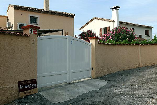 Atmosph re portes de garage et portails montpellier et for Garage juvignac